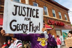 Artistas repudian la violencia policial en la muerte de George Floyd